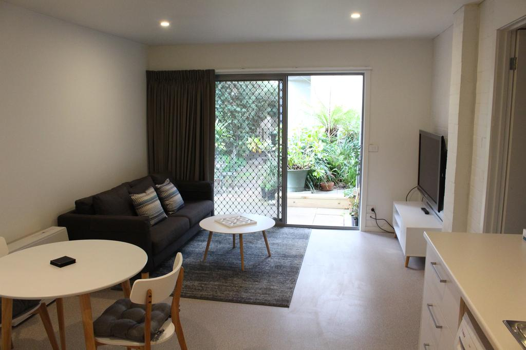 Point Lonsdale 1-bedroom holiday apartment living room